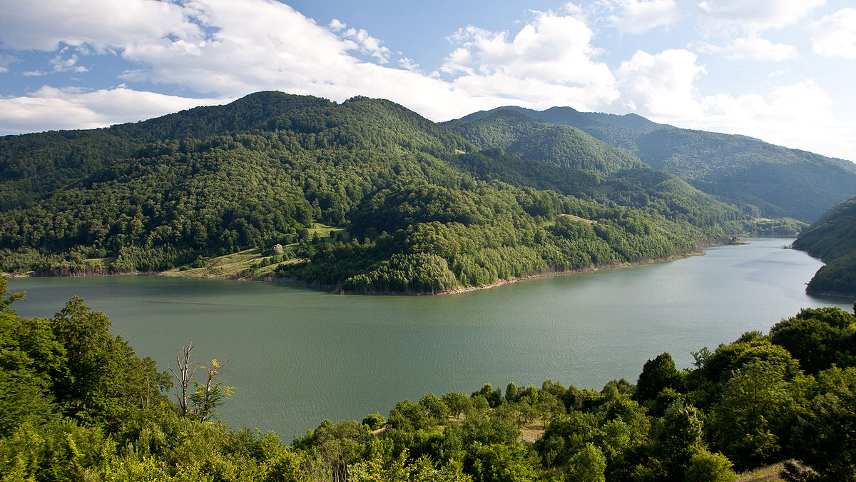 1200px-Siriu_Lake