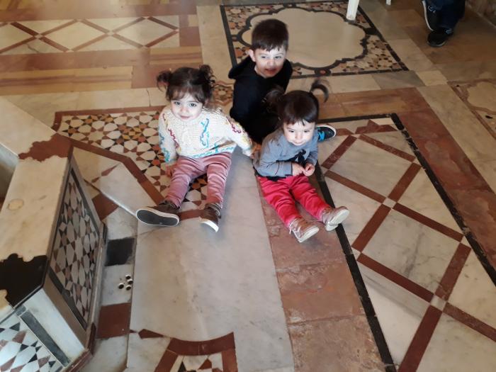 legam prietenii in castelul Beit Eddine